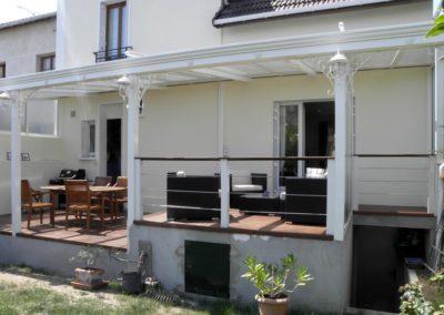 une-terrasse-abritee-sur-plusieurs-niveaux-3