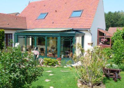 une-veranda-au-milieu-d-un-jardin-de-rocaille-1