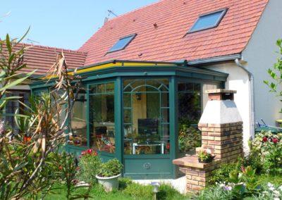 une-veranda-au-milieu-d-un-jardin-de-rocaille-5