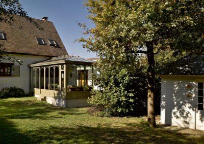 une-veranda-qui-avance-dans-le-jardin-1