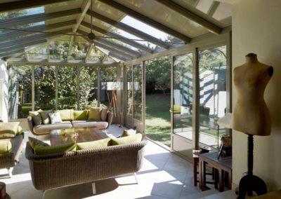 une-veranda-qui-avance-dans-le-jardin-2