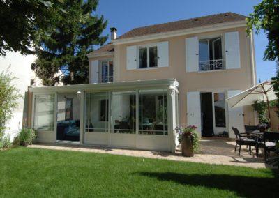une-veranda-qui-couvre-une-large-terrasse-4