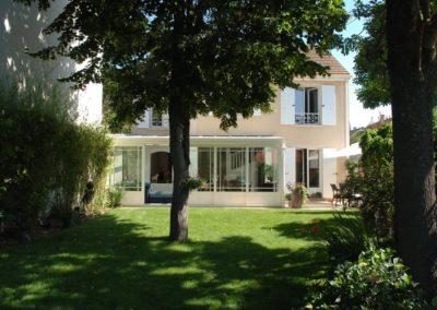 une-veranda-qui-couvre-une-large-terrasse-8
