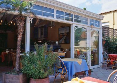 une-veranda-sur-le-toit-d-un-restaurant-2