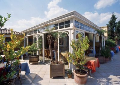 une-veranda-sur-le-toit-d-un-restaurant-3