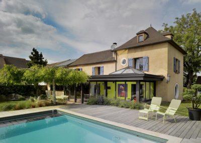 une-villa-veranda-a-l-interieur-tres-colore-1