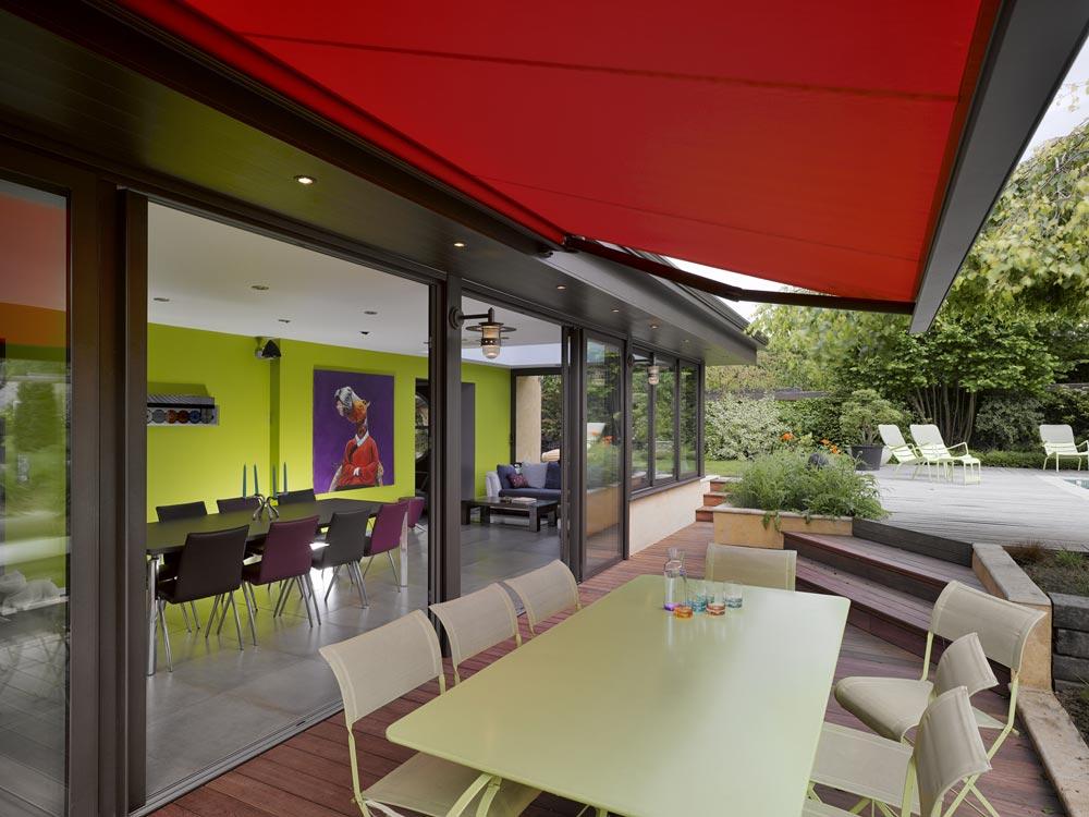 Une villa v randa l int rieur tr s color les v randas for Interieur veranda