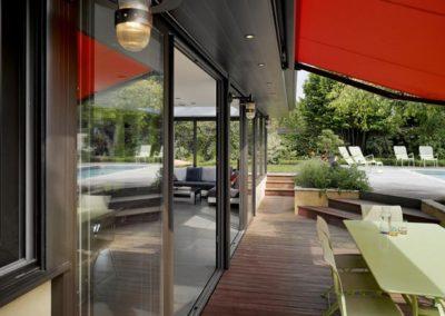 une-villa-veranda-a-l-interieur-tres-colore-7