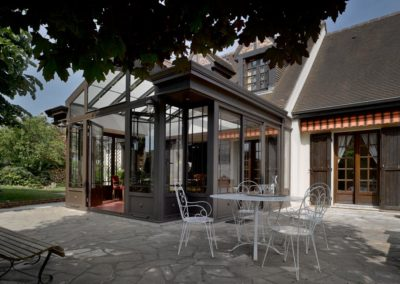 une-villa-veranda-en-avancee-sur-une-terrasse-1