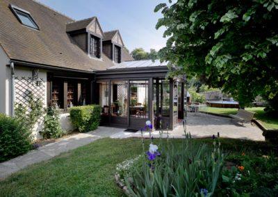 une-villa-veranda-en-avancee-sur-une-terrasse-3