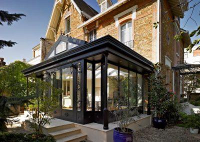 une-villa-veranda-sur-un-pavillon-en-meulieres-2