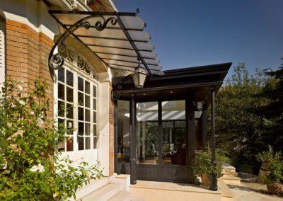 une-villa-veranda-sur-un-pavillon-en-meulieres-3