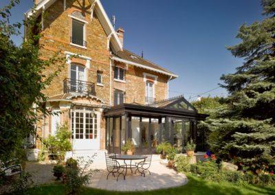 une-villa-veranda-sur-un-pavillon-en-meulieres-7